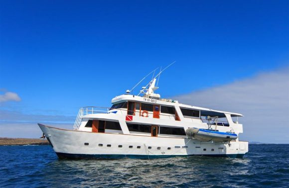 Yacht Aqua – Central Galapagos Islands